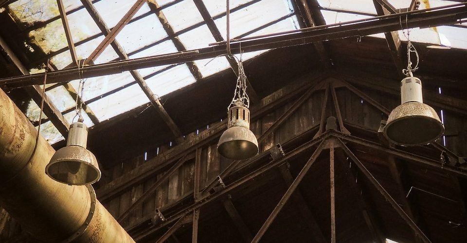 Jak najlepiej zmodernizować oświetlenie przemysłowe?