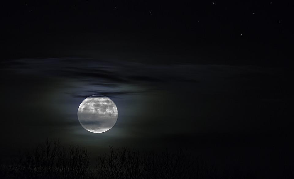 Skutecznie rozprosz nocny mrok przy swoim obiekcie. Jak zrobić to dobrze?