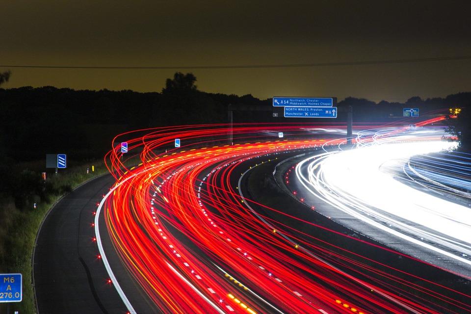 Zewnętrzne oświetlenie LED idealne nie tylko na jezdni. Sprawdź, gdzie jeszcze warto je wykorzystać!