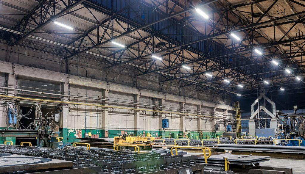 Stosowanie lamp LEDowych w przemyśle, czyli żywotność w parze z jakością oświetlenia