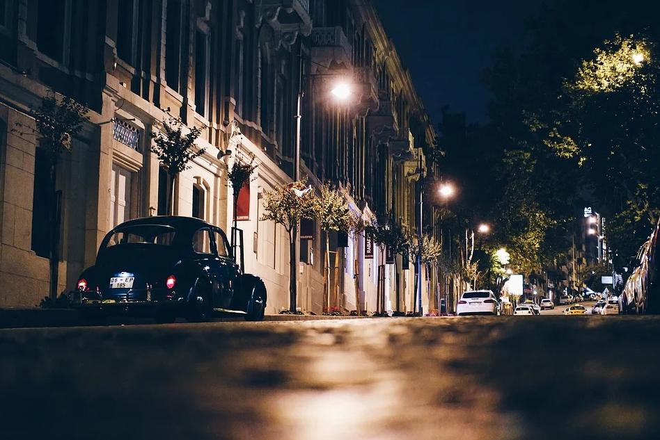 Bezpieczeństwo zawsze na pierwszym miejscu. Jak istotną rolę pełni nowoczesne oświetlenie?